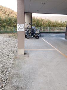 駐車場に看板を設置しました!